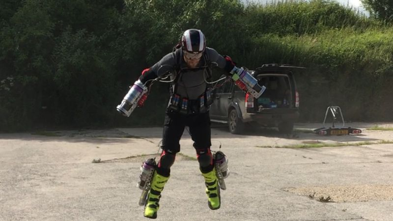 Iron+Man+suit+takes+flight