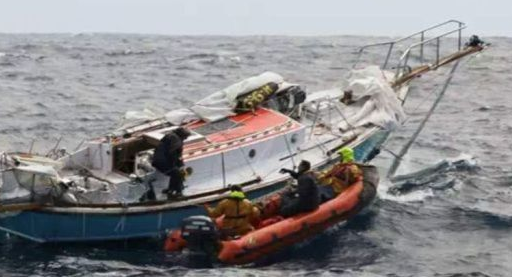 Yachtsman Rescued in South Indian Ocean