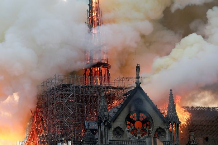 Notre+Dame+Cathedral+Burns