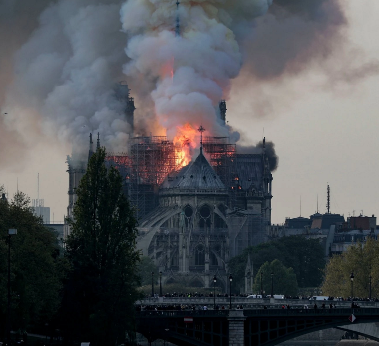 What+happened+to+the+Notre-Dame+Cathedral+in+Paris+%3F