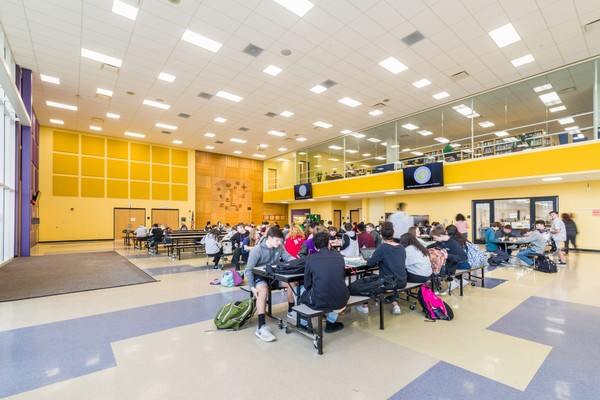 LHS Allows Outdoor Lunch Seating for Senior Students