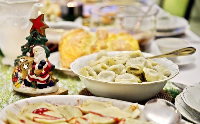 Fot. Monkpress/East News. Chrzanow 20.11.2018.  Potrawy i dekoracje na stol wigilijny. n/z uszka z grzybami
