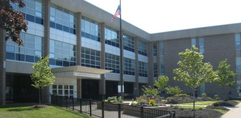 The main entrance to Lakewood High School